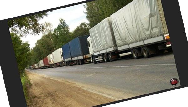 Можно ли обгоняя грузовик выехать на встречную полосу, если он прижался к обочине, но на дороге сплошная разметка