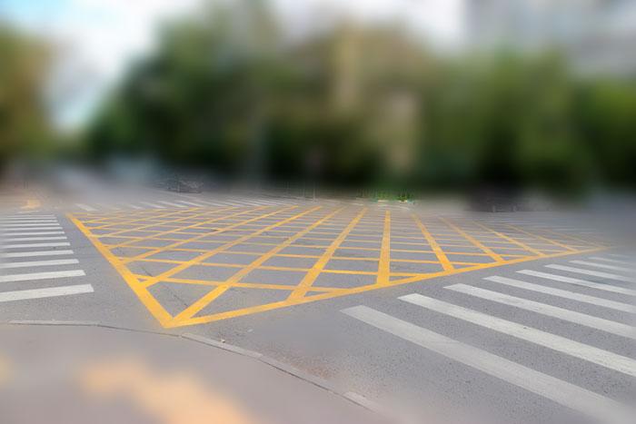 вафельная желтая разметка на дороге