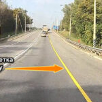 желтая сплошная разметка на дороге